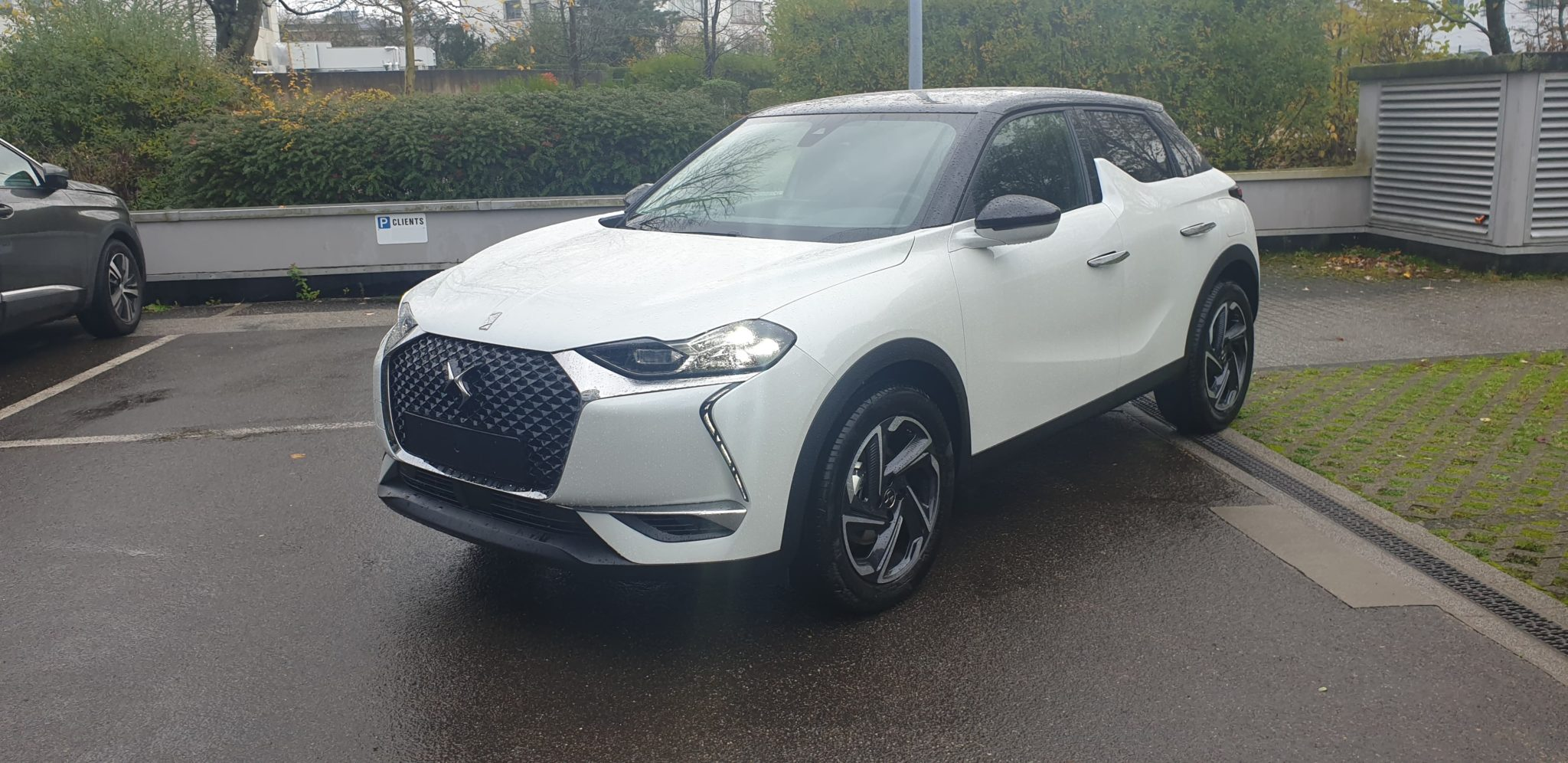 Photo DS DS3 Crossback PureTech 130 Automatique SO CHIC 2 Blanc Nacré